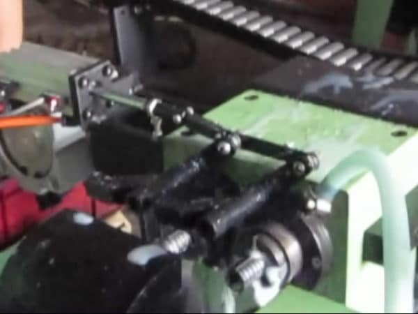 Elevator anchor automatic slotting machine cutter