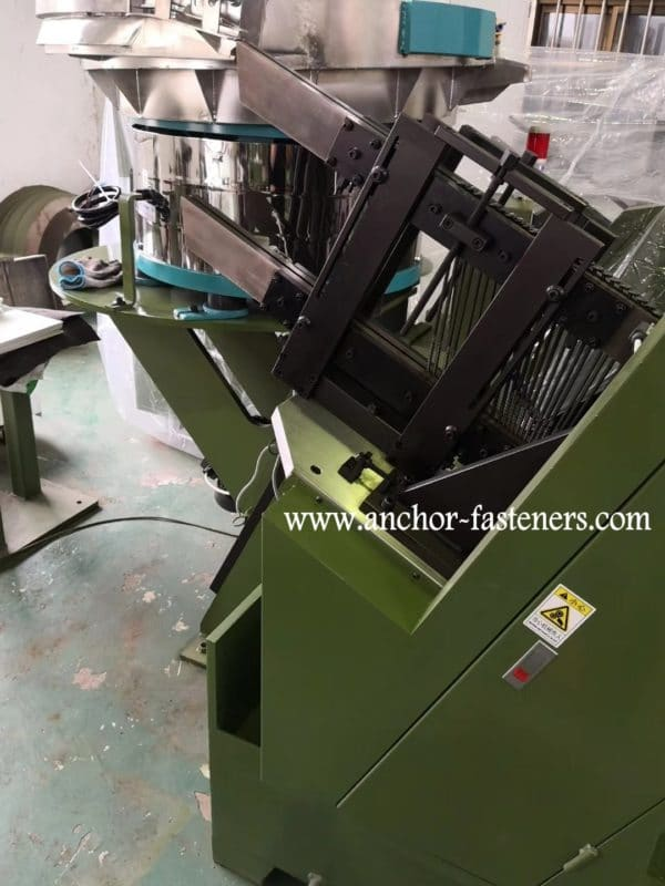 High Speed Self Tapping Screw Point Forming Machine3
