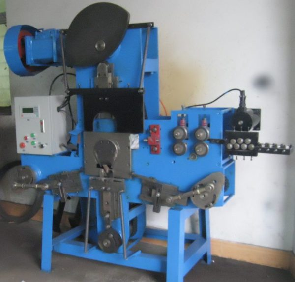 Long oval buckle buckle wire forming production machine